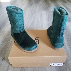 UGG Classic Short II Croc Velvet Boot